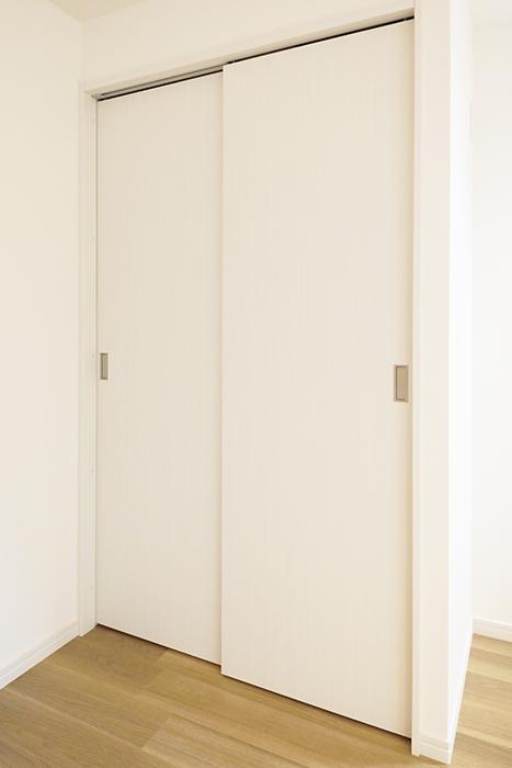【アーブルフレール】B棟_106号室_洋室_クローゼット収納_MG_2745