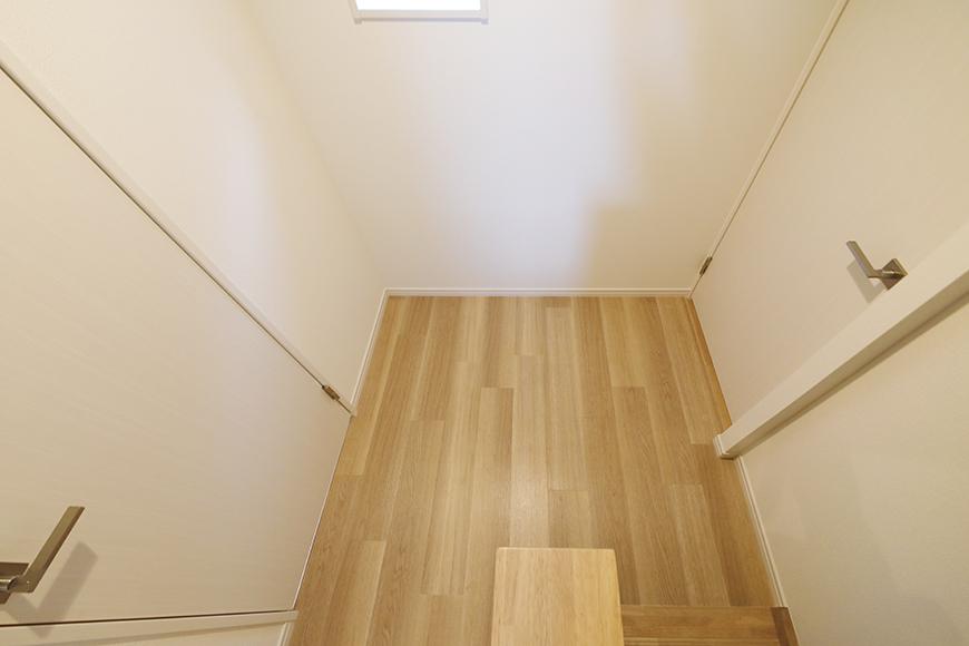 【アーブルフレール】B棟_206号室_階段を上り切ると2枚のドア_MG_2904