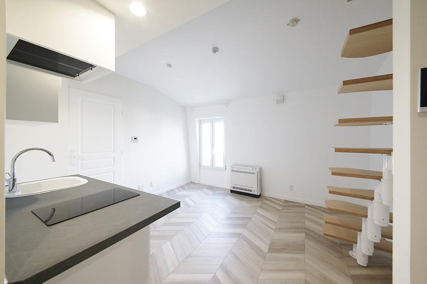 """""""屋根部屋(ロフト)""""に上がる階段下のスペースから、先ほどの写真とは反対方向に見たところです。_MG_6466"""