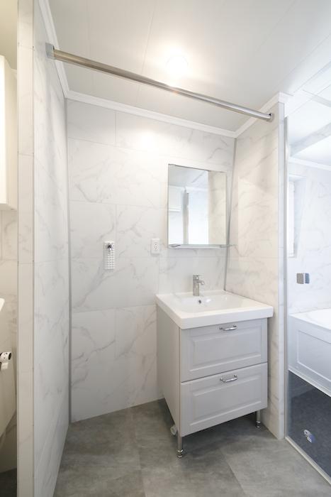他のタイプのお部屋同様、洗面とバスルーム、トイレが一体となったホテルライクなサニタリールームです。_MG_6563