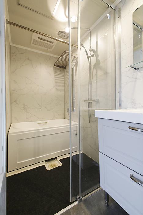 他のタイプのお部屋同様、洗面とバスルームが一体となったホテルライクなサニタリールームです。_MG_6872