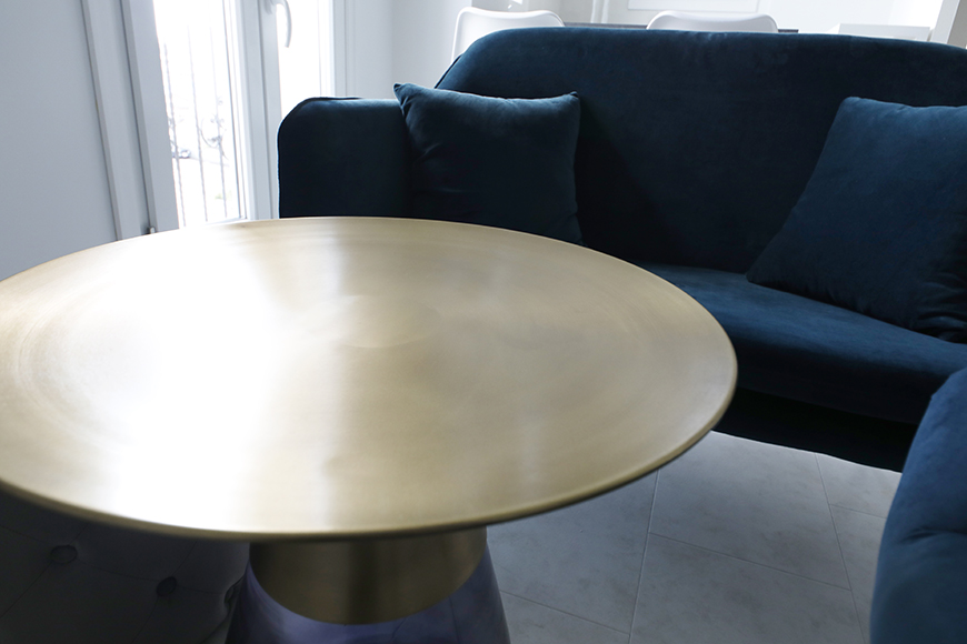 間近で見ると、結構、存在感のあるテーブルです。_MG_6900