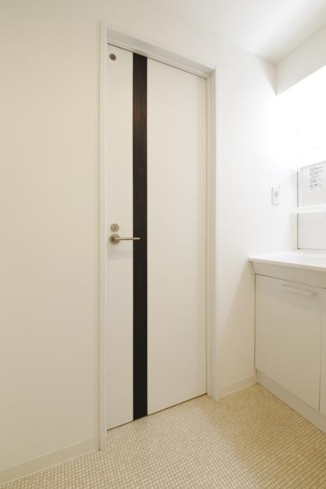 【泉ロイヤルビル】6B号室_水回り_トイレへのドア_MG_4190