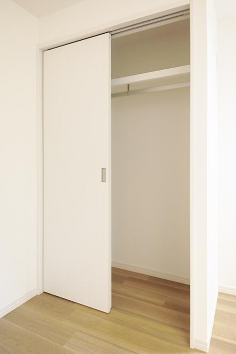 【アーブルフレール】B棟_106号室_洋室_クローゼット収納_MG_2751