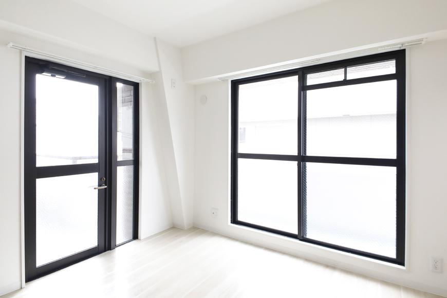 【泉ロイヤルビル】5C号室_LDK_バルコニーへの2面の窓_MG_4619