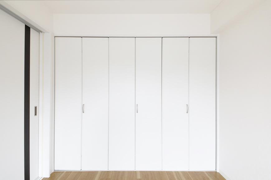 【泉ロイヤルビル】6B号室_洋室(6帖)_クローゼット収納_MG_4304