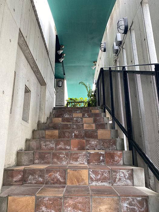 A2ビル 表入り口階段