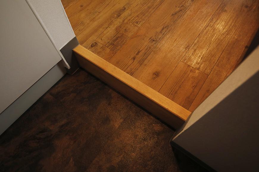 【ル・ブルー鶴舞】1003号室_玄関周り_重厚でシックな床材_MG_7699