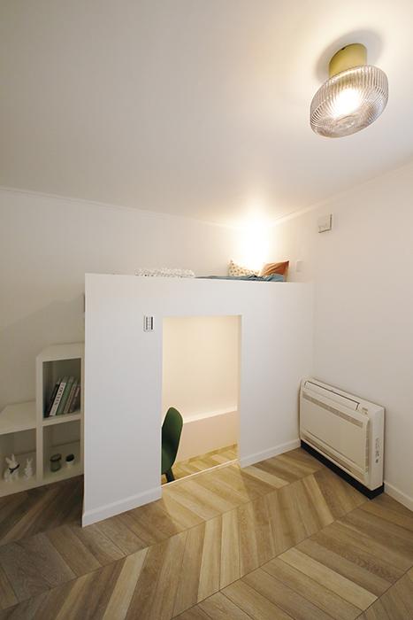 ベッドスペースには、写真左側のボックス階段から上り下りします_MG_6328