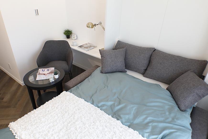 ベッドからも、カフェテーブルからもテレビを見れる配置です(^_^)_MG_6478