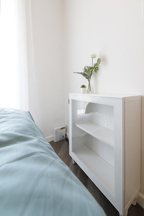 テレビボードとしてベッドの足元側に配置されています。_MG_6539