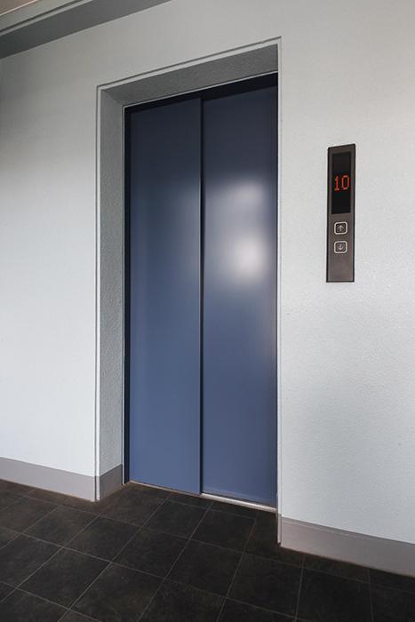【ル・ブルー鶴舞】外観・共有_10階のエレベータ前_MG_7511