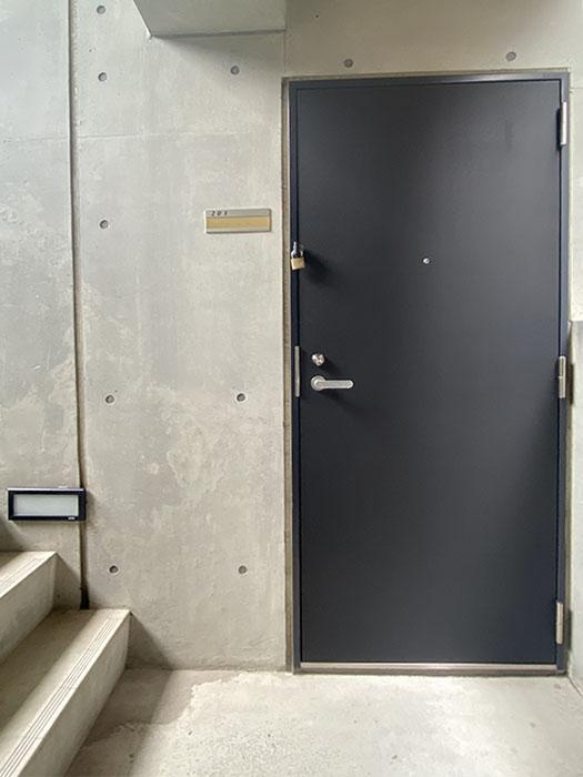 クレイタスパークI 201号室玄関前