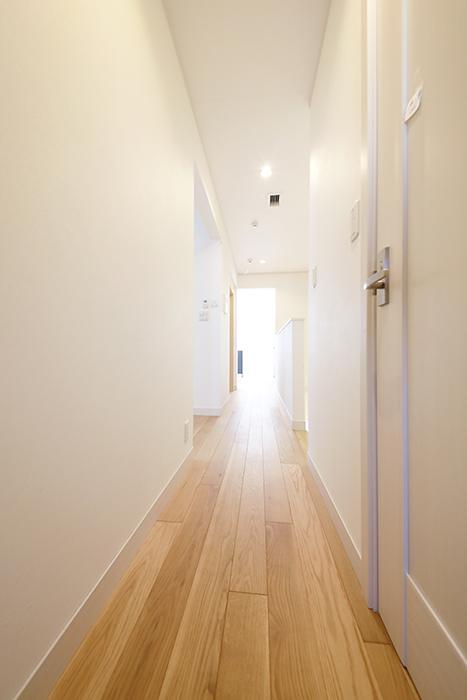 【高峯Classics S棟】002号室_2階_サニタリースペースからキッチンへの廊下_MG_1712