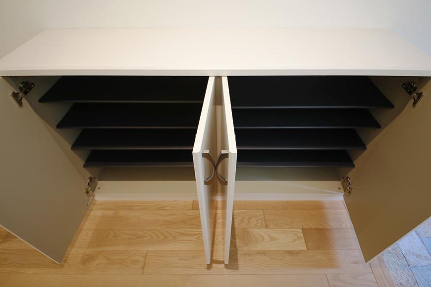 【高峯Classics S棟】002号室_1階玄関周り_横に二面のシューズボックス_MG_0964