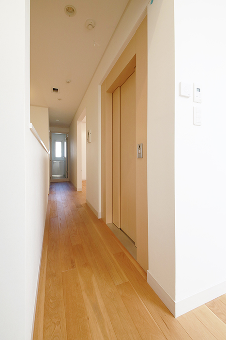 【高峯Classics S棟】002号室_2階_キッチンからサニタリースペースへの廊下_MG_1696
