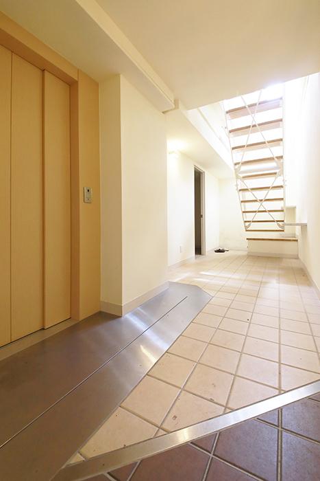 【高峯Classics S棟】002号室_地下1階_エレベータホール_MG_1138