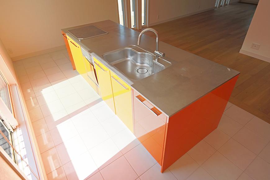 【高峯Classics S棟】001号室_オレンジがアクセントのキッチン!_MG_1752