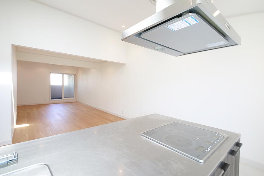 【高峯Classics S棟】002号室_2階_LDK_キッチンからリビングへの眺め_MG_1634