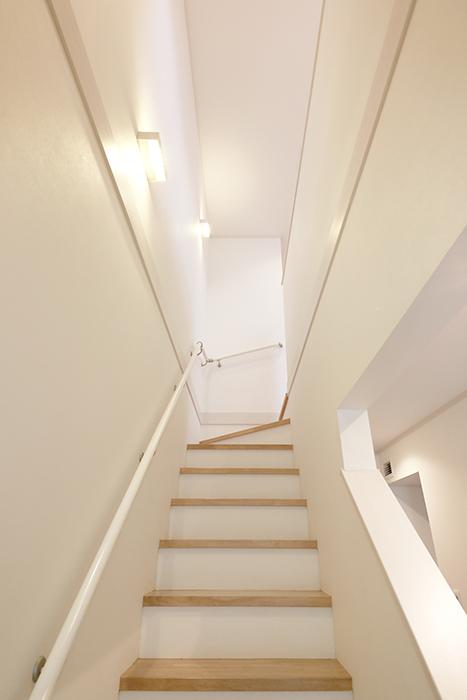 【高峯Classics S棟】002号室_1階から2階へ_MG_1343