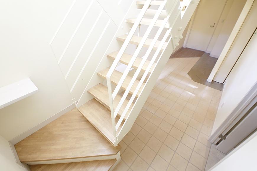 【高峯Classics S棟】002号室_地下1階_1階への階段_MG_1152