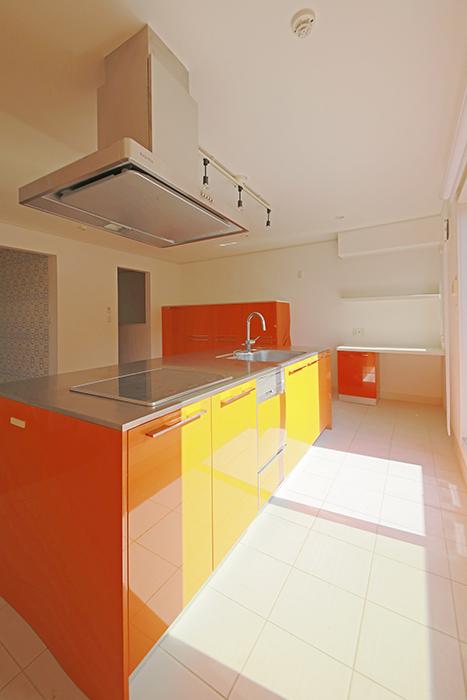 【高峯Classics S棟】001号室_オレンジがアクセントのキッチン!_MG_1748