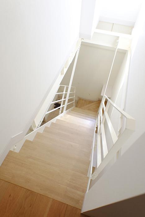 【高峯Classics S棟】002号室_1階から地下1階へ_MG_1172