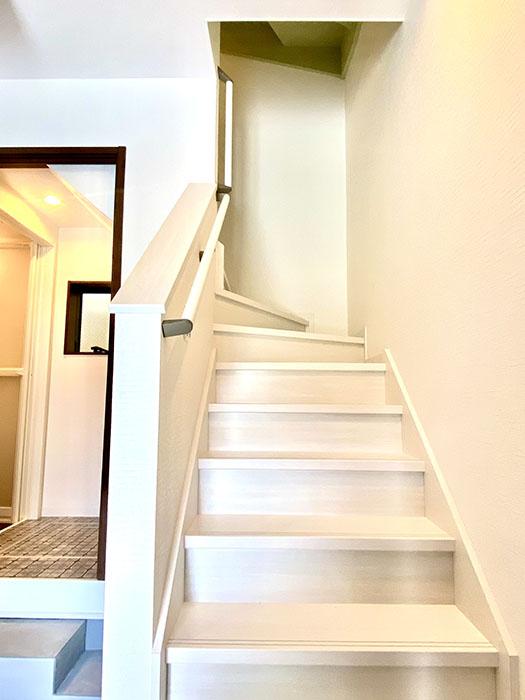 Brace 2階へ登る階段