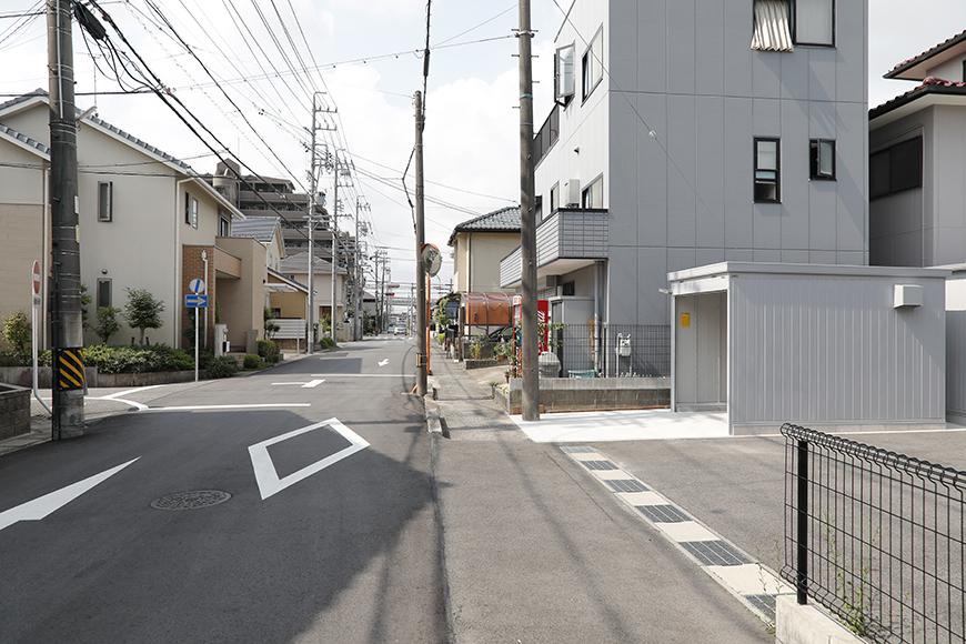 【ガレリア勝川】建物前の道路の広さはこんな感じです_MG_8078