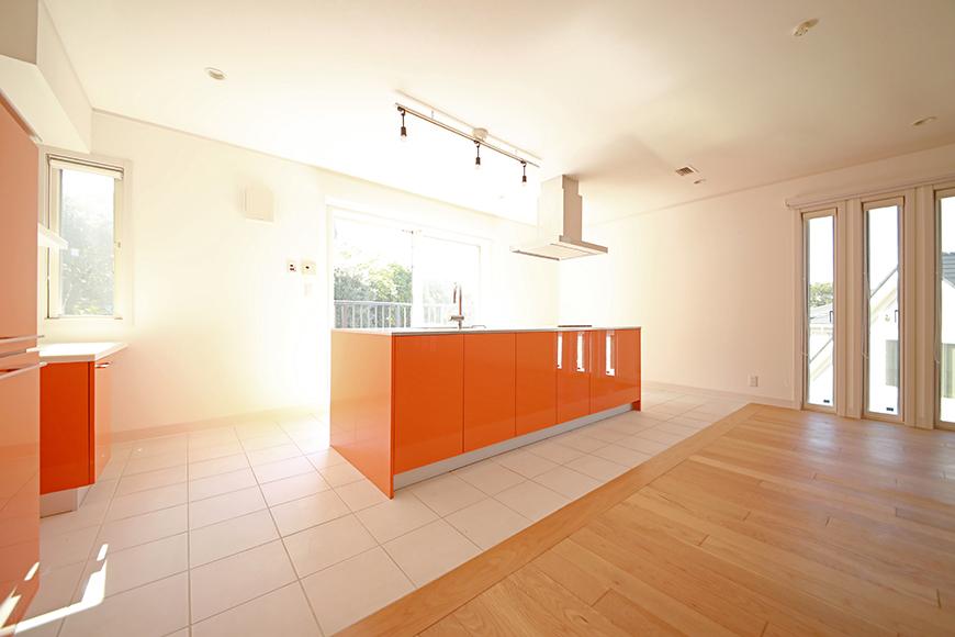 【高峯Classics S棟】001号室_オレンジがアクセントのキッチン!_MG_1772