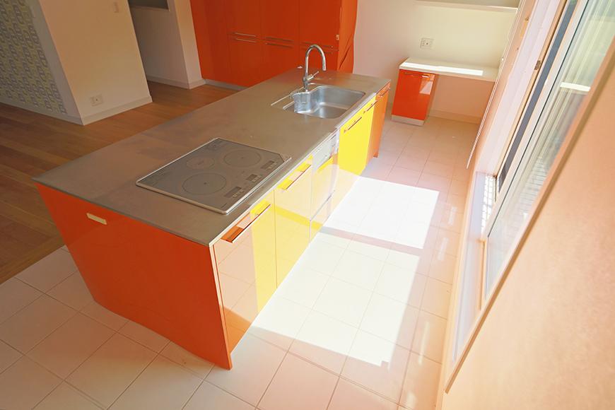 【高峯Classics S棟】001号室_オレンジがアクセントのキッチン!_MG_1745