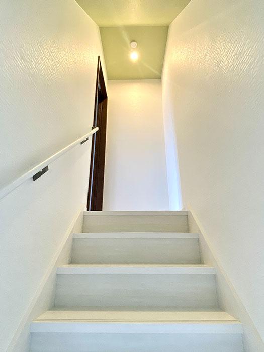 Brace 2階への階段