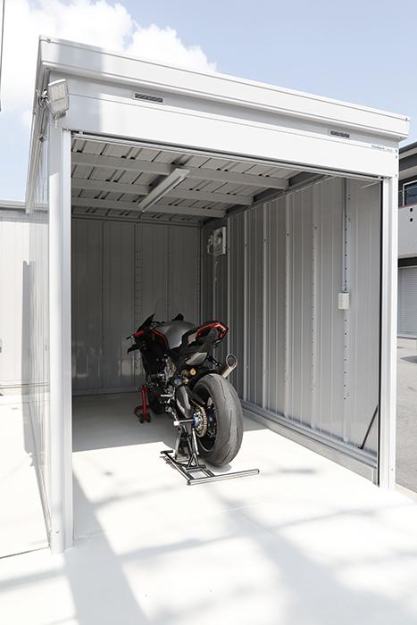 【ガレリア勝川】C号室_バイク入庫イメージ(フロントから)_まずはバイクのみ_MG_8119