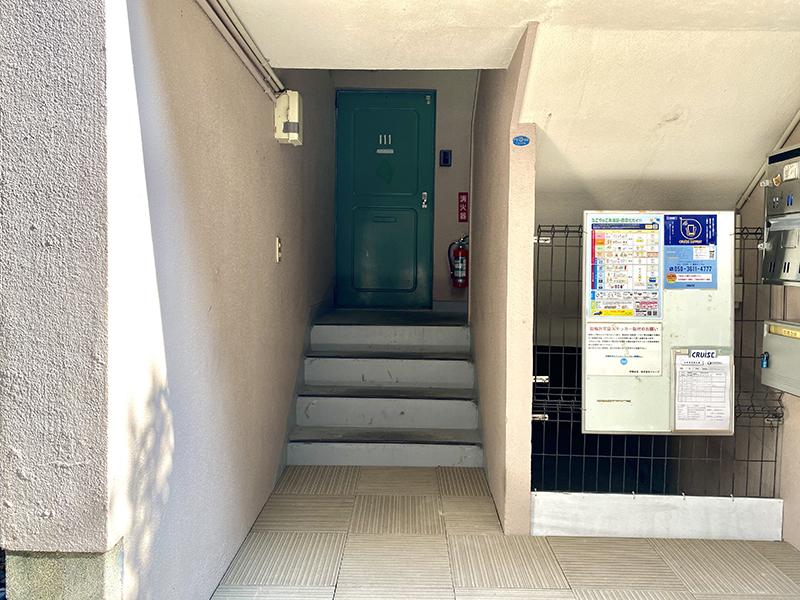信和元町ハウス 入り口