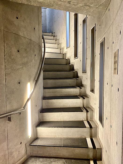 ARK HOUSE 南館階段