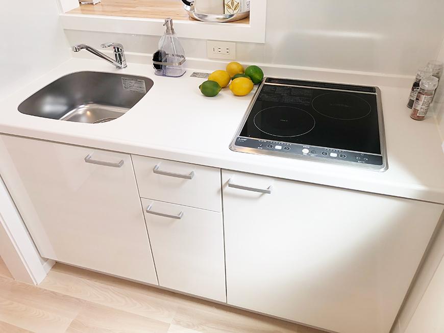 キッチンは、IHの2口コンロのタイプです。ひとり暮らし用としては十分なサイズのキッチンです。_IMG_1733