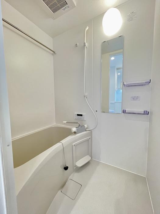お風呂も、ひとり暮らし用としては十分なサイズです。_IMG_3571