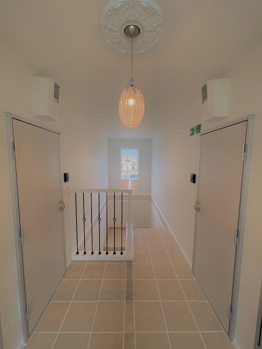 2階のお部屋の前もゆったりとした余裕の空間です♪_IMG_3633