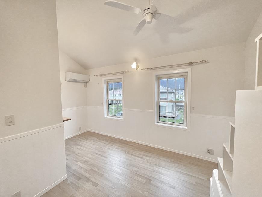真っ白なお部屋、ラベンダーカラーのお部屋、好みに合わせてお選びいただけます。_IMG_3710