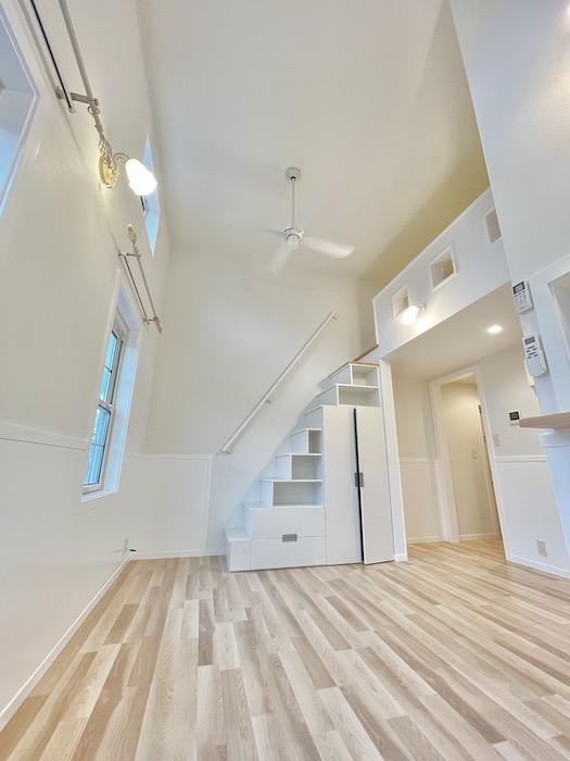 ロフトに上がる階段も含めて全てが真っ白です♪_IMG_3729