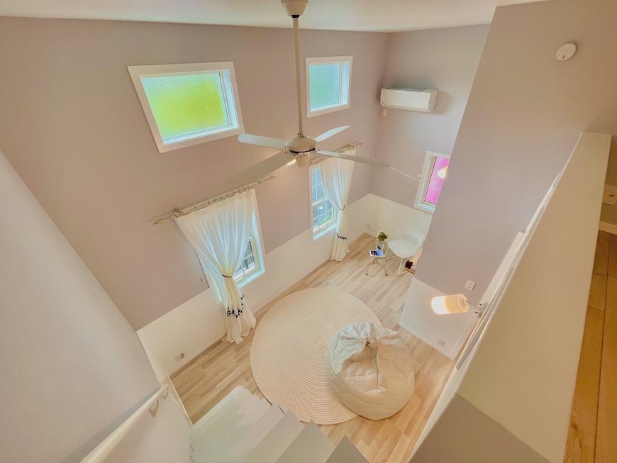 ロフトがある分、天井が高くて、とても開放感を感じられる空間になっています。_IMG_4238