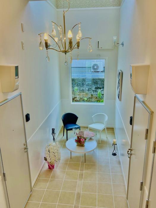 ホールには、賃貸ではなかなか見かけないこのようなゆとりのスペースがあります。_IMG_4405