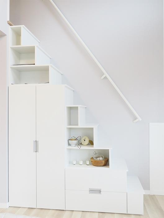 【プリマ河口湖フローレンス】で特徴的なのは、ロフトに上がる階段が収納スペースになっていることです。_IMG_8096