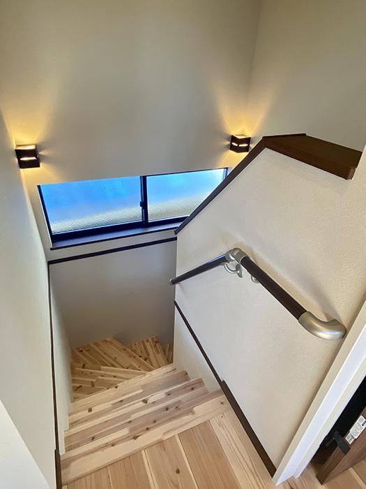 トヨヤマテラスE棟 上から階段