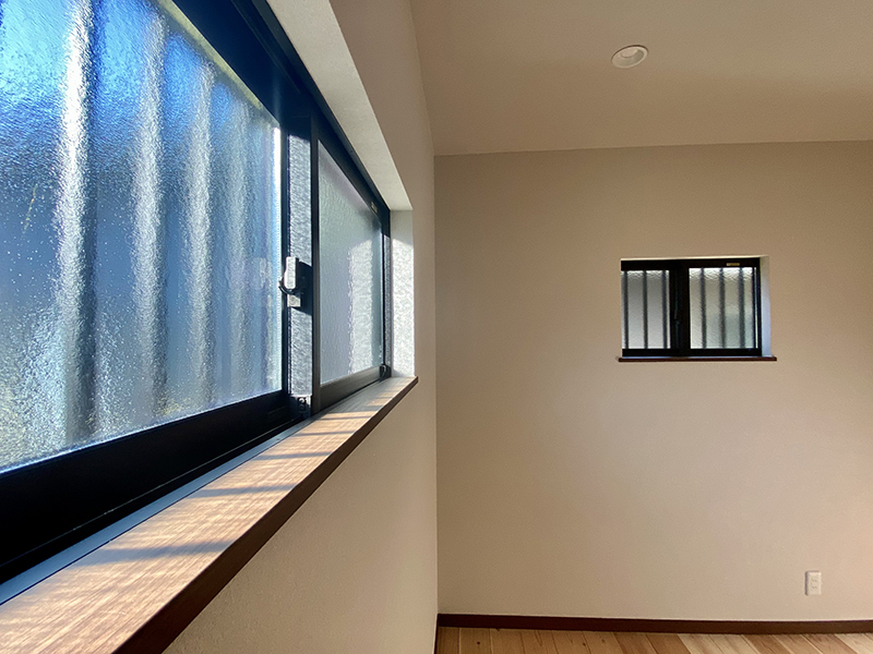 トヨヤマテラスE棟 5帖洋室窓