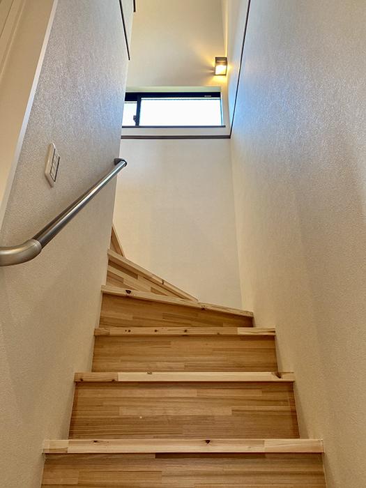 トヨヤマテラスE棟 階段