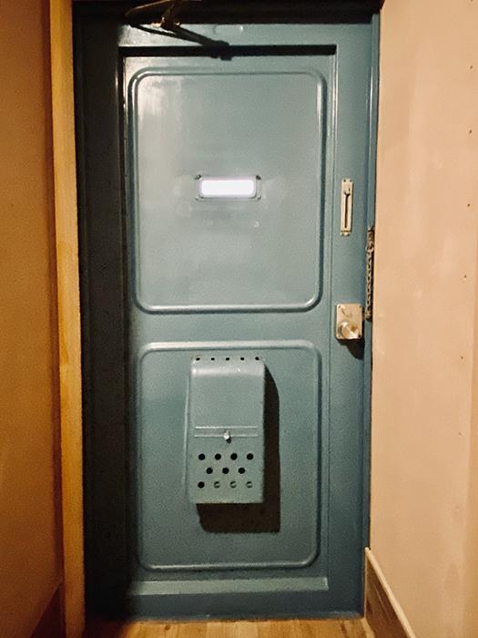信和元町ハウス 132号室 ドア裏