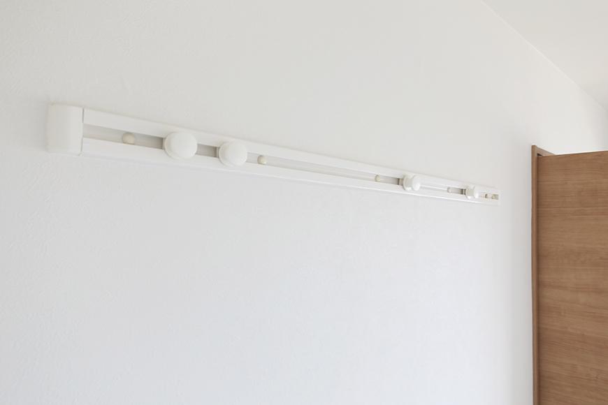 【ハーモニアス桜本町】701号室_洋室2_壁付・可動式のハンガーフック_MG_2931