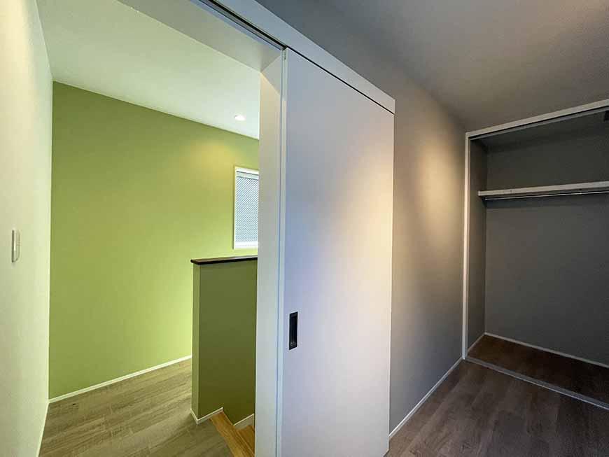 μ'sスタイル_2階洋室から廊下を見た_IMG_2942