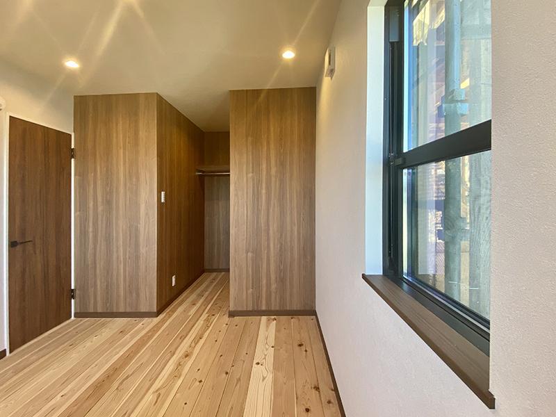 トヨヤマテラスE棟 2階洋室